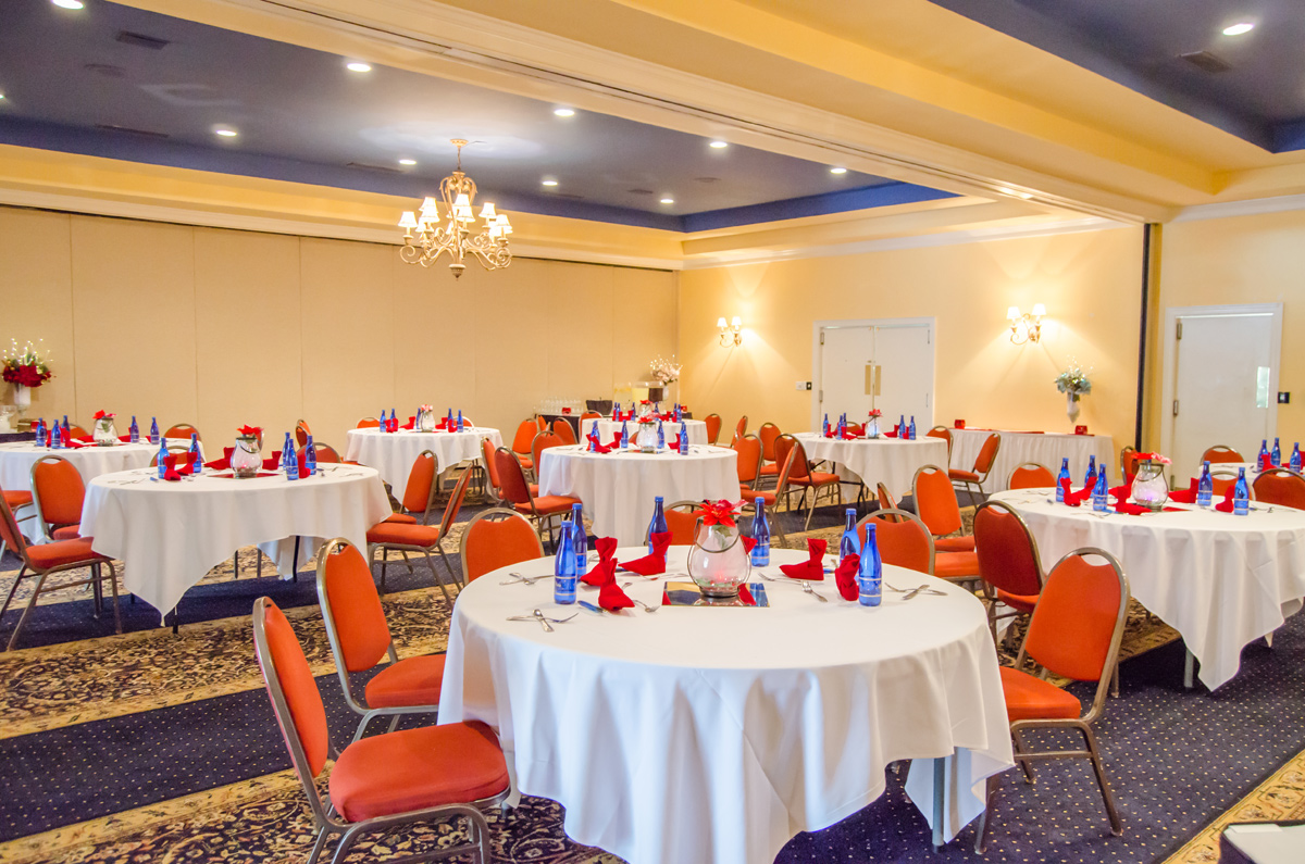 The Water Oaks Conference Center offers an upscale experience for your group event at an affordable rate. Featuring over 4000 total square feet of space and a full service kitchen, Water Oaks is capable of hosting banquets, conferences, weddings and a variety of other events for up to 400 people.